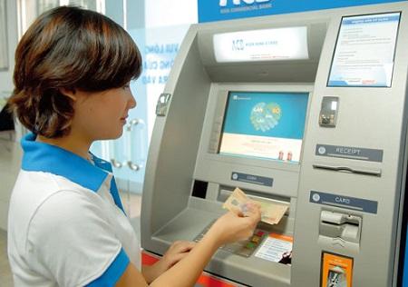 Rút tiền mặt thẻ visa tại ATM